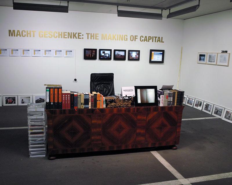 Christin Lahr – Macht Geschenke installation view